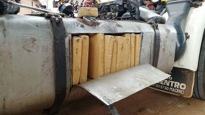 Interceptan camión con cargamento de drogas