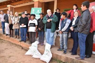 ENTREGAN KITS DE GRANOS A LA COMUNIDAD INDÍGENA GUAVIRAMI