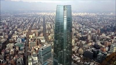 El rascacielos Costanera Center de Chile, en la mira por los suicidios
