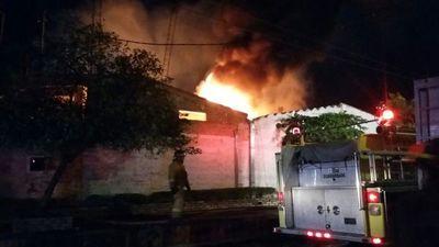 Una fábrica de Capiatá se incendió esta madrugada