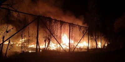Voraz incendio en planta recicladora de Capiatá