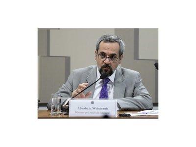 Ministro brasileño cuestiona la calidad de médicos recibidos en Paraguay