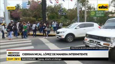 Estudiantes cierran calles en reclamo de mayor presupuesto para Educación