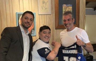 Maradona, nuevo DT de dos paraguayos