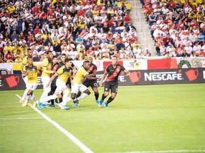 Ecuador siembra esperanza con un equipo renovado ante Perú