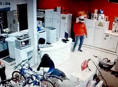 Delincuentes roban más de G. 30 millones de sucursal de venta de electrodomésticos