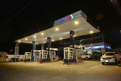Precio de combustible no se reduce pese a tendencia mundial