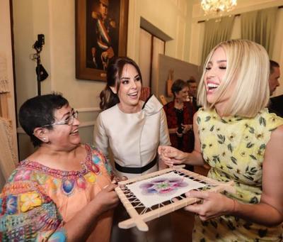 Ivanka Trump observó obras de la artesanía popular