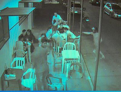 Cámara capta momento del asalto perpetrado por motochorros