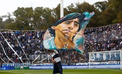 HOY / Maradona tuvo un emotivo recibimiento