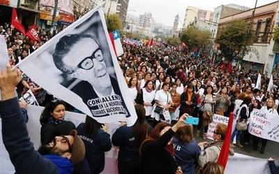 A 46 años del golpe de Pinochet, miles de personas se movilizaron en Chile para recordar a las víctimas