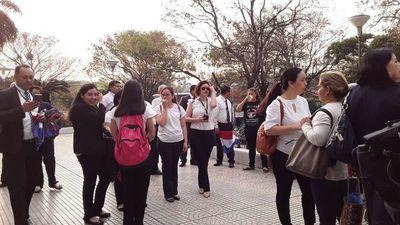 Funcionarios judiciales se movilizan y anuncian posible huelga de un mes