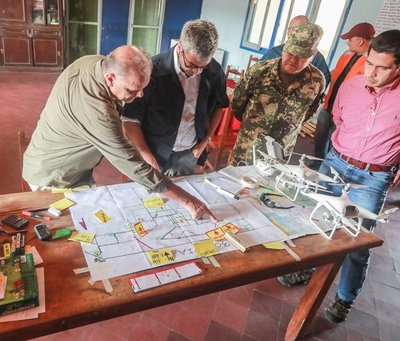 Presidente coordina tareas para aplacar focos de incendios en el Chaco