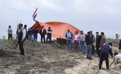 HOY / Isla invadida por pescadores: exigen millonaria indemnización y niegan boicot