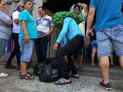 Paseros saquean depósito de productos incautados en Aduana