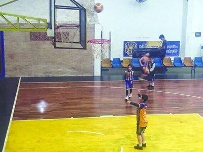 MATI, el niño autista que juega básquetbol