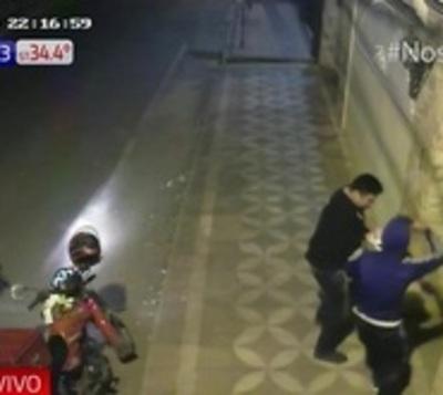 Iba a entregar un pedido, pero fue interceptado por motochorros