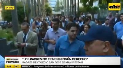 Padres del colegio San José protestan contra directora administrativa