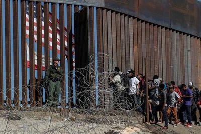 EE.UU. y México revisan el acuerdo para frenar la migración irregular