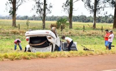 Siete menores heridos en vuelco de vehículo