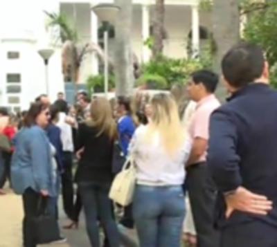 Padres del San José protestan y director dice que busquen otro colegio