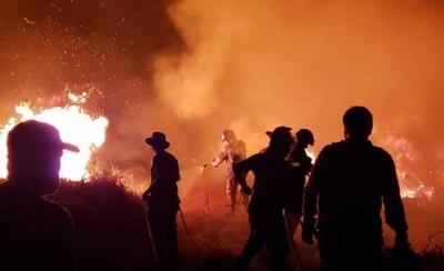HOY / Policías brasileños dispararon contra bomberos que combatían el fuego en el Paraná Country