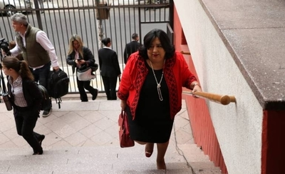 "HOY / Ministra de Niñez, en festejo colorado: ""Por (venir) 40 minutos no le robamos a nadie"""
