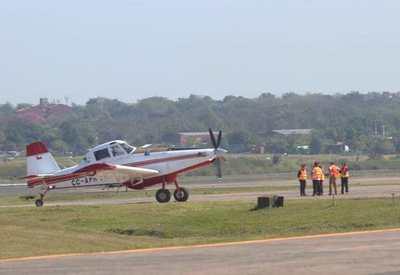 Aviones hidrantes combaten el fuego en el Chaco; hoy llegarán refuerzos, anunció Abdo