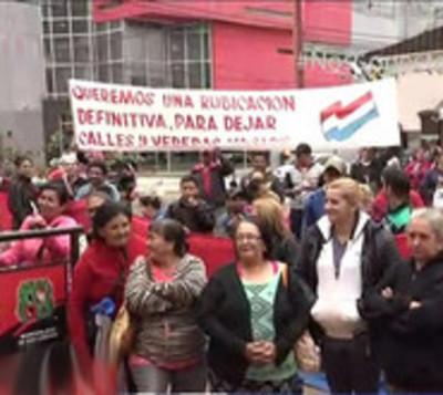 Vendedores desalojados exigen ser reubicados
