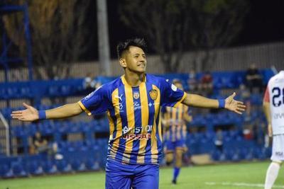 Luis Ibarra, el destacado en la victoria de Luqueño