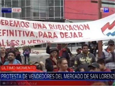 Trabajadores del mercado de San Lorenzo exigen reubicación