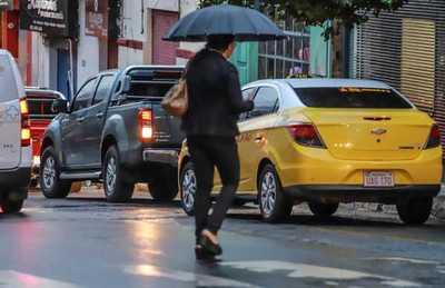 Jueves fresco con lluvias dispersas y tormentas eléctricas