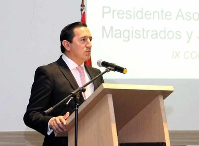 Juez ecuatoriano socializó su experiencia jurisdiccional
