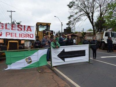 Cierran ruta para evitar que camiones destruyan Iglesia de Yaguarón