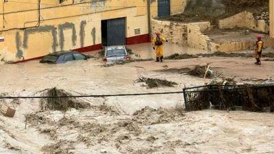 Al menos dos muertos en las peores lluvias en más de un siglo en España