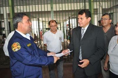 Ordenan detención de director del Penal de Emboscada