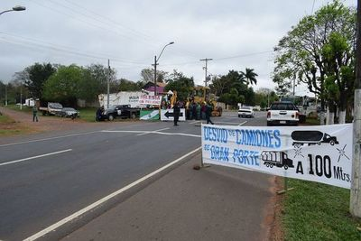 """Pobladores de Yaguarón cierran ruta por """"Iglesia en Peligro"""""""