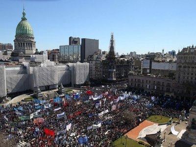 Inflación crece y diputados  avalan emergencia alimentaria en Argentina