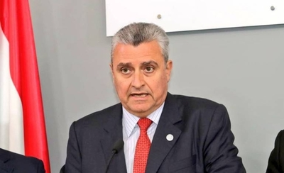 """HOY / Villamayor justifica premio de Abdo a Friedmann: """"Hay que darle unas semanas"""""""