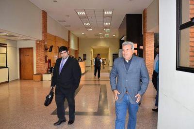 Exintendente de Santa Elena va a juicio y defensa plantea incidente