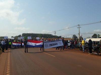Universitarios cierran ruta para exigir reposición del presupuesto en la UNE