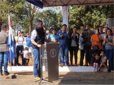 Mario Abdo lanza un guiño a Cartes durante inauguración de ruta en Canindeyú