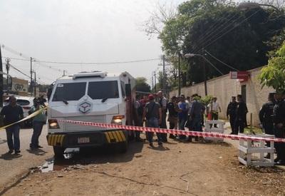 Muere guardia de transportador de caudales tras asalto