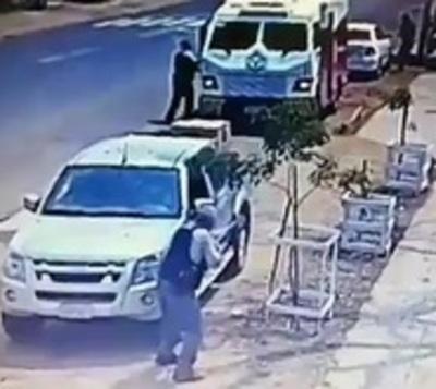 Captan violento asalto a transportador de caudales