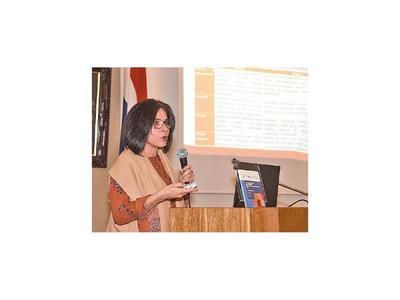 Especialista señala algunos déficits en protección social