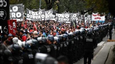 La protesta social crece en una Argentina marcada por la crisis