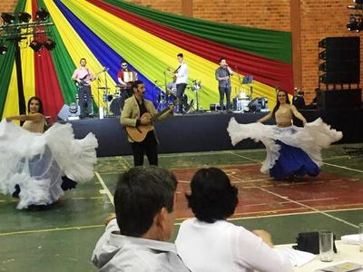 Exitosa fiesta de colores en Luque •