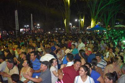 Miles de personas en festival homenaje a Luis Alberto del Paraná