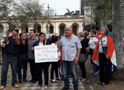 Se manifiestan para pedir la renuncia de Villamayor