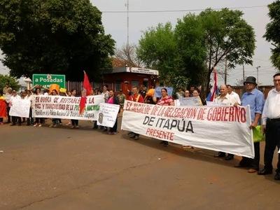 POLICIAS RETIRADOS Y FAMILIARES DE ACTIVOS, CIERRAN ACCESO AL PUENTE SAN ROQUE